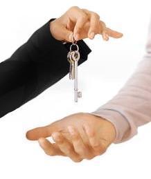 Вчера Михаил Юревич вручил ключи от служебной 4-комнатной квартиры челябинской многодетной семье Лебедевых