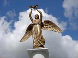 30 мая в челябинском Саду Победы торжественно открыли монумент «Добрый Ангел Мира»