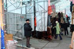 Администрация Челябинска добилась решения о сносе самовольных построек в центре города, обслуживающих вещевой рынок