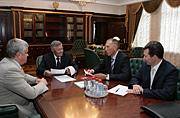 Вчера состоялась встреча губернатора Челябинской области Петра Сумина с президентом промышленной группы «Метран» Виталием Сидоровым