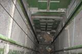 Вчера днем в строящемся доме на Северо-западе в шахту лифта упал рабочий