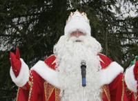 Накануне Нового года в Челябинске Дед Мороз перевоплотился в риелтора. Целый день сказочный Дед с внучкой Снегурочкой сопровождали ипотечную сделку
